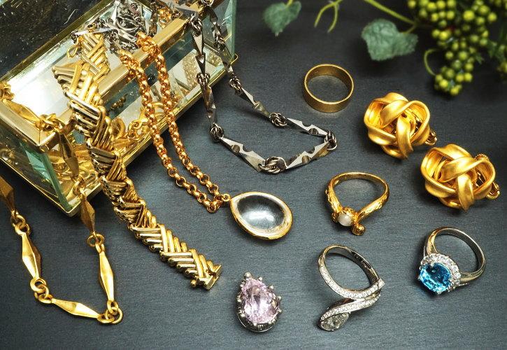 金・貴金属・宝石類