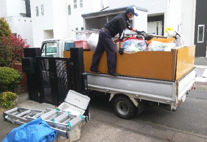 引越し前の片付け トラック積み込み
