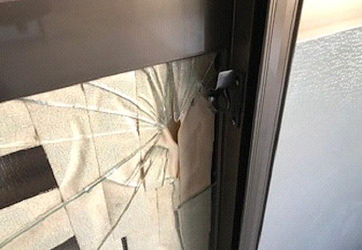 ガラスを割って鍵を開けました