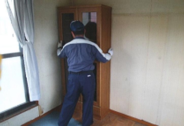 久喜市生前整理で家具の解体
