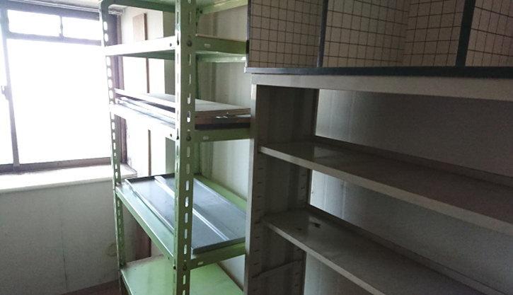 金属製の大きな棚は解体して運び出しました