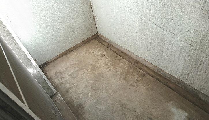 ベランダの掃き掃除