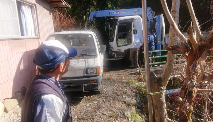 廃車の回収作業