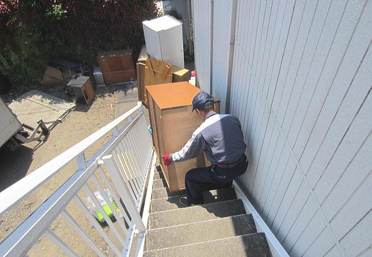 階段箪笥運び